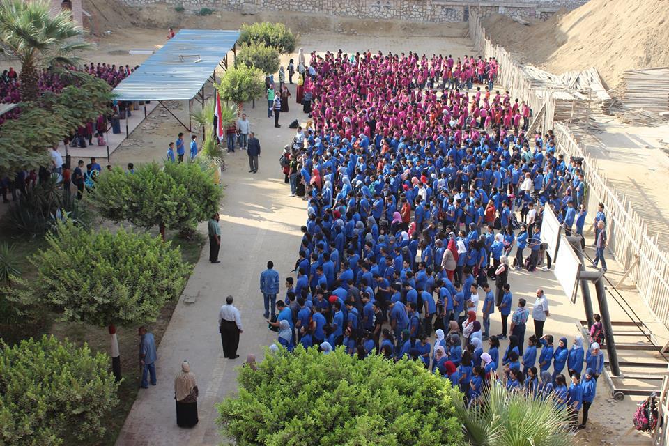 غضب أولياء أمور مدرسة «المستقبل» للغات بحلوان بسبب كثافة الفصول ومساحات الأنشطة