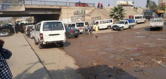 زحام يومي «مؤسسة الزكاة»..والأهالي الطريق يحتاج لإصلاحات (صور)