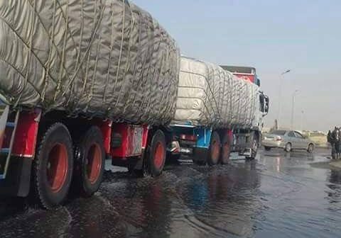 كسر في ماسورة مياه يغرق شوارع «فيصل» بالسويس (صور)