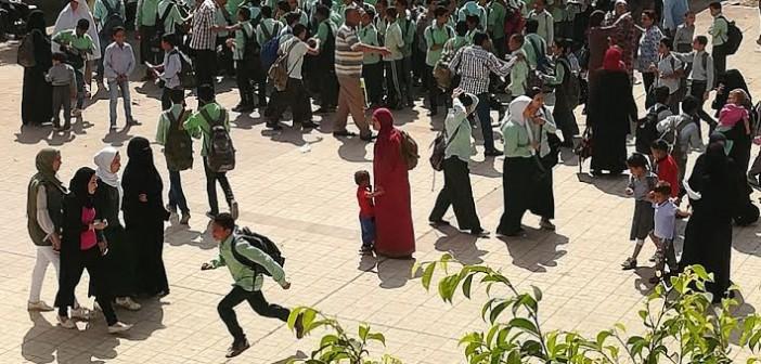 استياء بين أولياء أمور بعد تكدس الطلاب نتيجة ضم مدرستين بـ«السلام» (صور)
