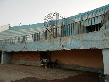 مدرجات وأبنية متهالكة.. مواطن يرصد مشاهد الإهمال في نادي الترسانة (صور)