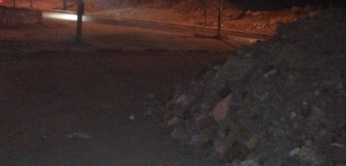 سكان بالمقطم يشكون إلقاء مخلفات البناء عند نزلة الدائري