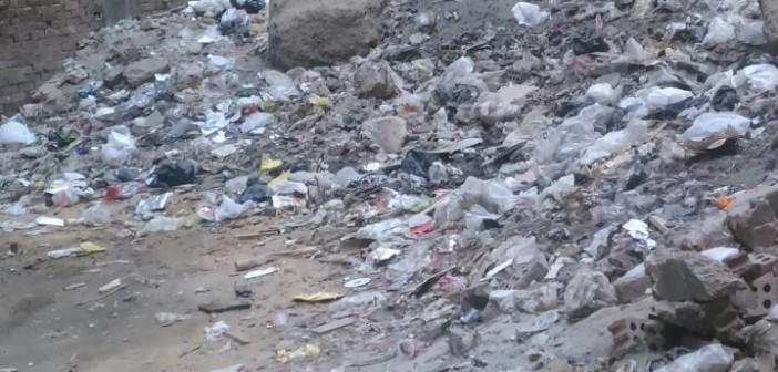 سكان بـ«الطوابق فيصل» يشكون انتشار القمامة في الشوارع