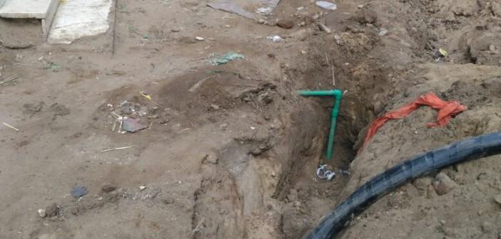 أهالي «أبو غالب» يطالبون بلجنة للإشراف على وضع كابلات الكهرباء (صور)