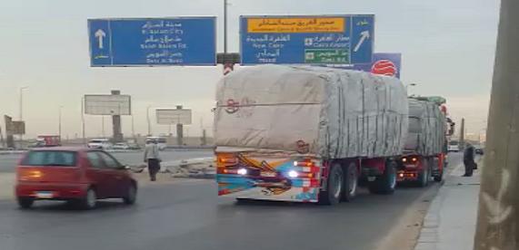 سائق نقل ثقيل يهدد بوقوع كارثة بتراجعه للوراء على محور «الشاذلي» (فيديو)