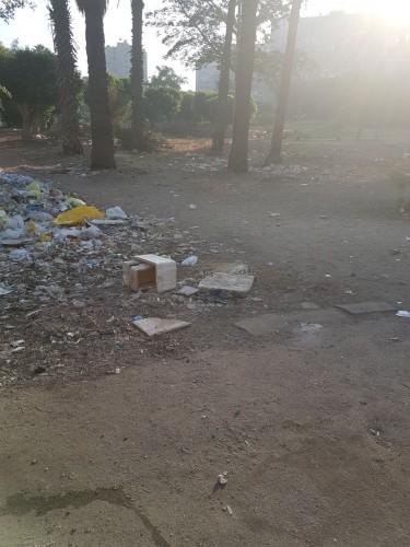 سكان يشكون تحول حديقة إلى مقلب قمامة وجراج عشوائي شرق مدينة نصر
