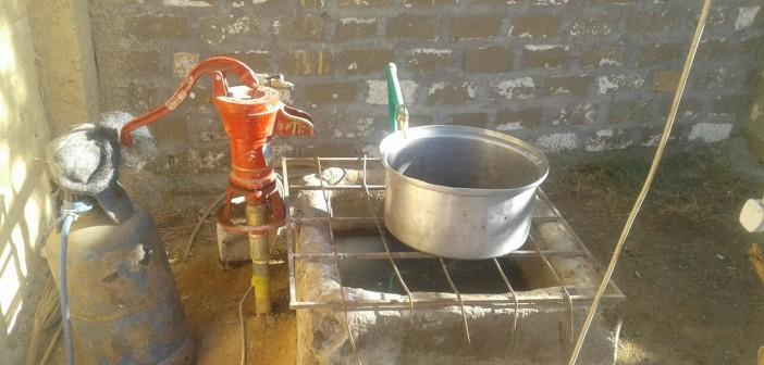 أهالي «الشرقي سمهود» بقنا: نعيش بلا مياه.. والطلمبة الحبشية حلنا الوحيد (صور)