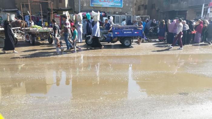 عشوائية سوق «حوض الدلالة» بني سويف يثير غضب السكان (صور)