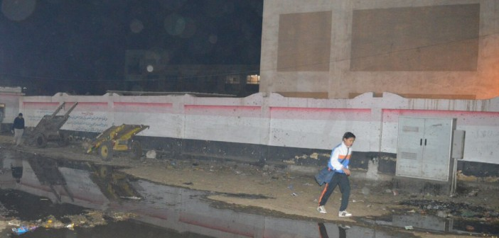 مجمع مدارس «طنيخ» بالدقهلية تحت حصار الصرف الصحي (صور)