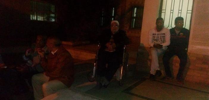 اعتصام موظفين عَ المعاش بـ«بترول رأس غارب» أمام المستشفى المركزي (صور)