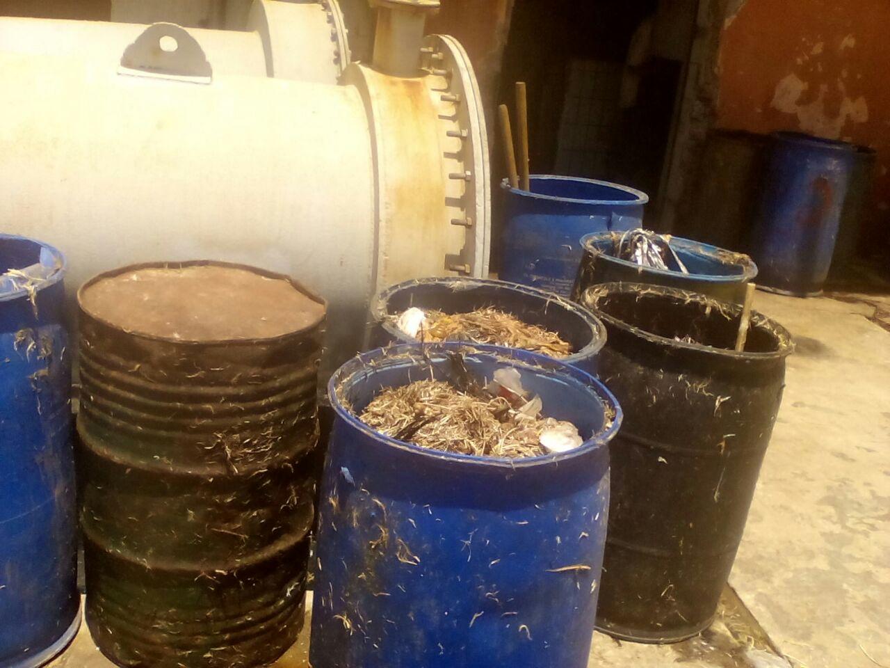 أهالي «زاوية عبدالقادر» بالعامرية يطالبون بنقل مصنع لأعلاف الدواجن