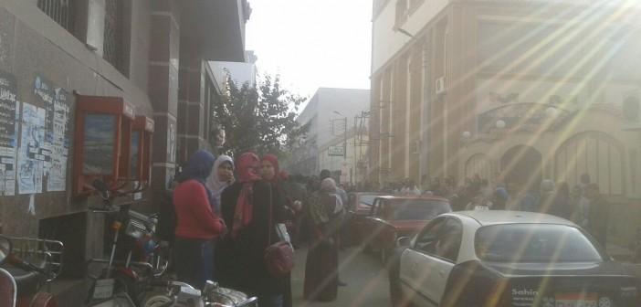 زحام شديد أمام سنترال طنطا بسبب انقطاع خدمات الانترنت(صور)