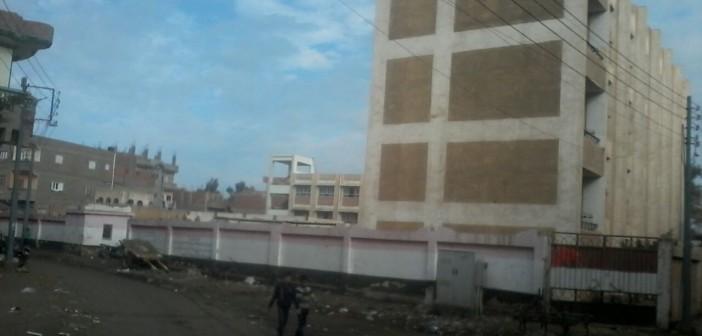 استجابة.. سحب مياه الصرف من أمام مجمع مدارس بإحدى قرى الدقهلية