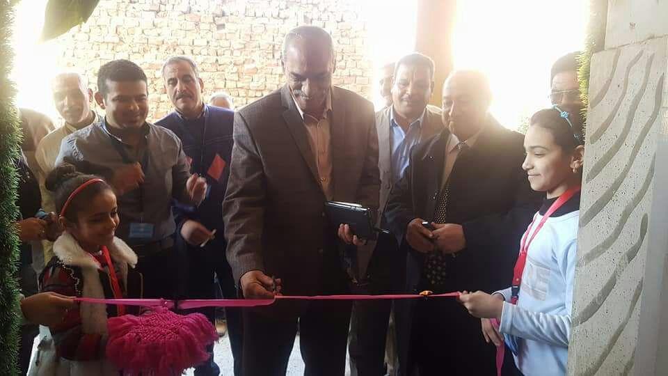 على أضواء الشموع.. افتتاح معرض لتدوير المواد المستهلكة في مدرسة بديروط