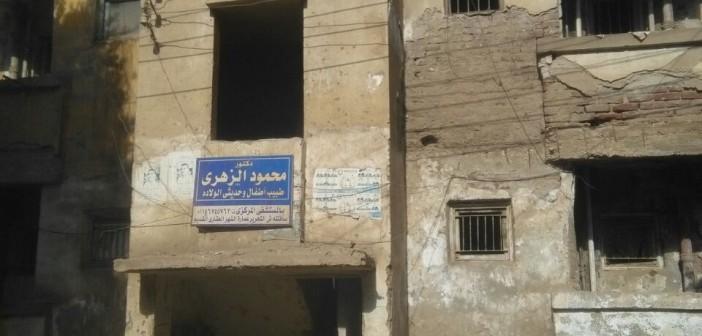 العاملون بـ«ساقلته التعليمية» يرفضون نقلهم لمبنى آيل للسقوط (صور)