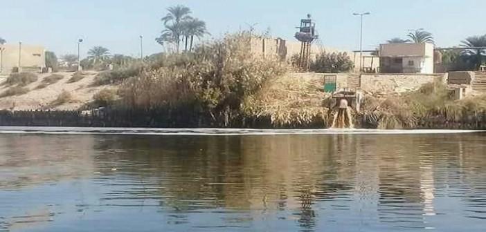 صورة منسوبة لتسرب مخلفات من «سكر قوص» إلى مياه النيل