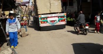 حركة النقل الثقيل بين المناطق السكنية تثير غضب مواطني أسوان