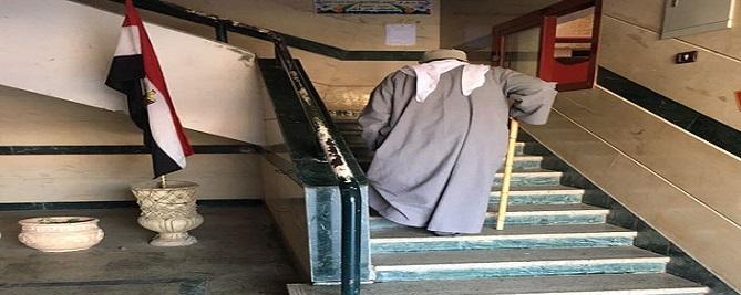 تعطل مصعد التأمين الصحي بالحامول يضاعف معاناة المرضى (صور)