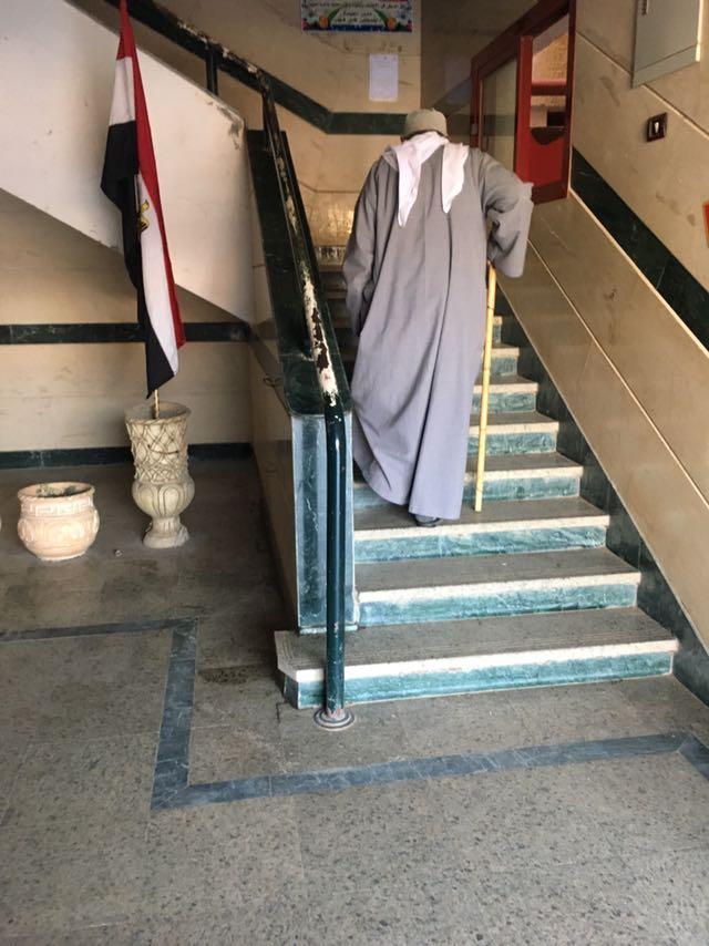 تعطل مصعد التأمين الصحي بالحامول يضاعف معاناة المرضى