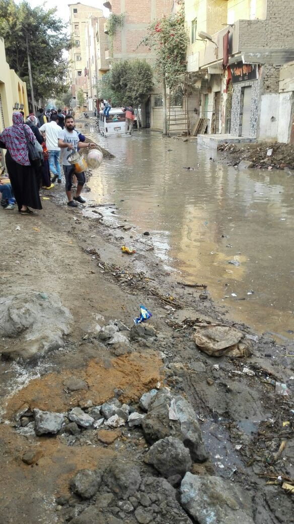 مياه الصرف تغرق شوارع في «زاوية أبومسلم» بالجيزة (صور)