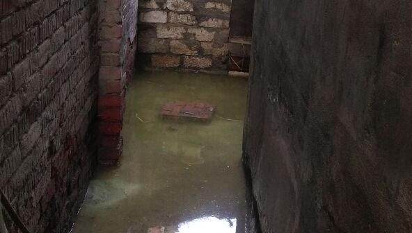 الدقهلية׀ غرق منازل بقرية «بسندبلة» بسبب المياه الجوفية ومطالب بحل المشكلة (صورة)