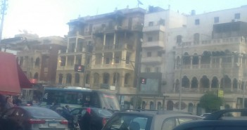 أعمدة إنارة شارع الأهرام بمصر الجديدة مضاءة نهارًا (صور)
