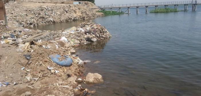 فيديو.. أهالي «أبوشوشة» في قنا يطالبون بتطهير مأخذ محطة مياه القرية