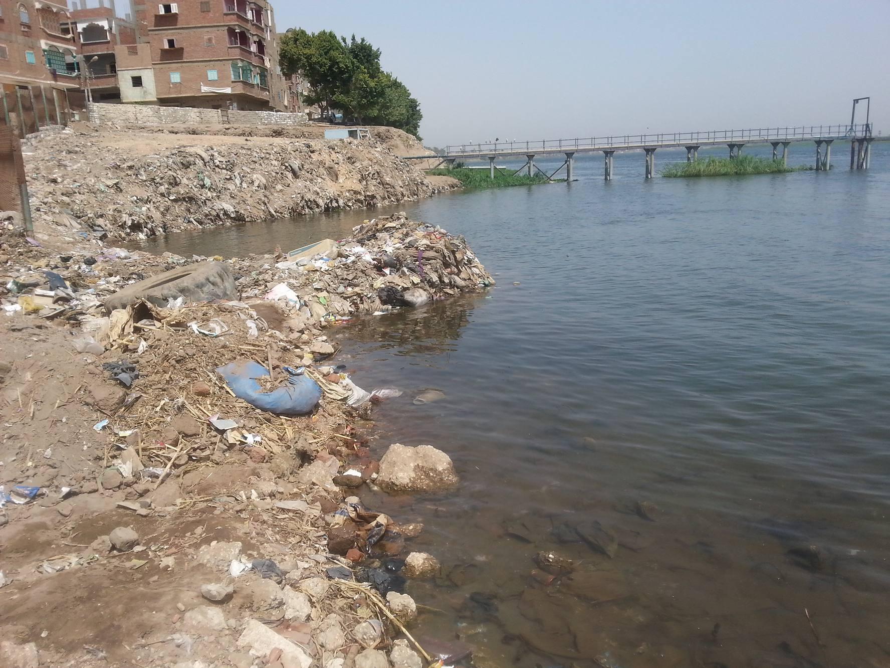 فيديو.. أهالي «أبوشوشة» في قنا يطالبون بتطهير مأخذ محطة مياه بالقرية