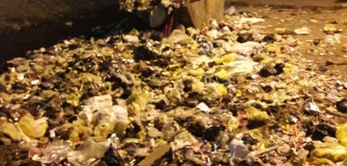 أسوان׀ أهالي منطقة «السماد» يشكون انتشار القمامة بالشوارع(صور)
