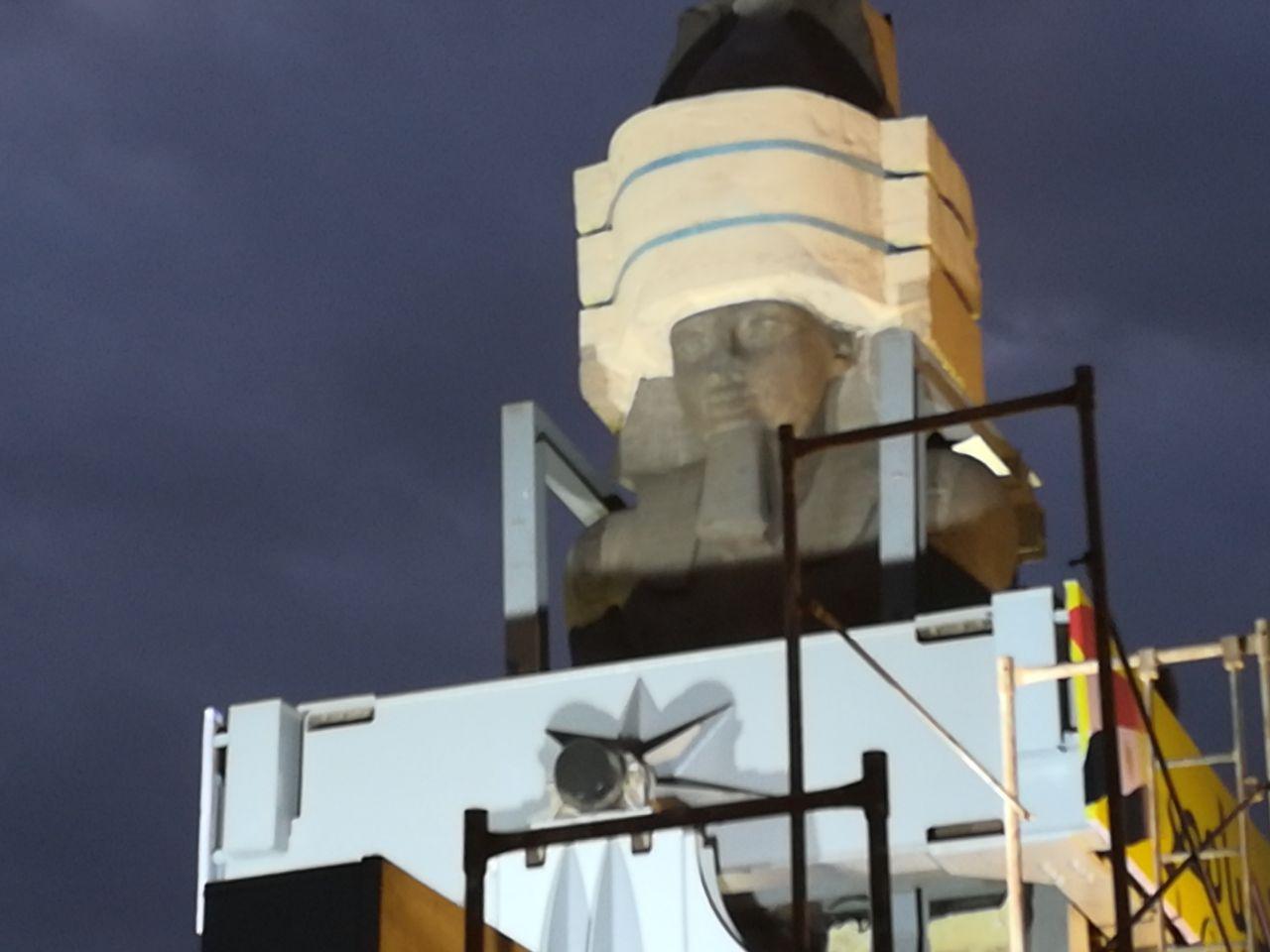لحظات نقل تمثال رمسيس الثاني من «الرماية» إلى المتحف المصري الكبير