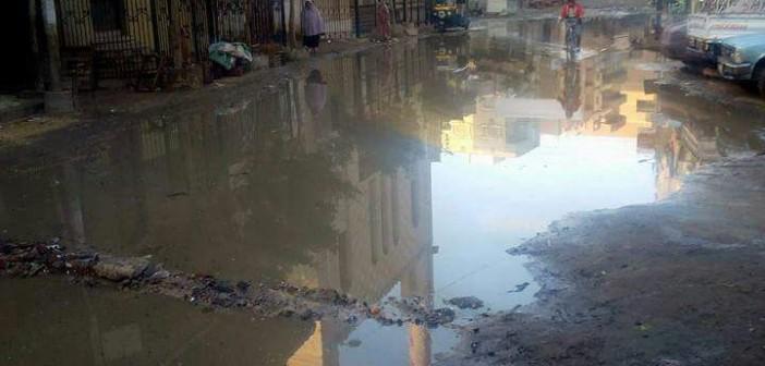 الدقهلية׀ غرق شوارع قرية «دنديط» بمياه الصرف الصحي(صور)