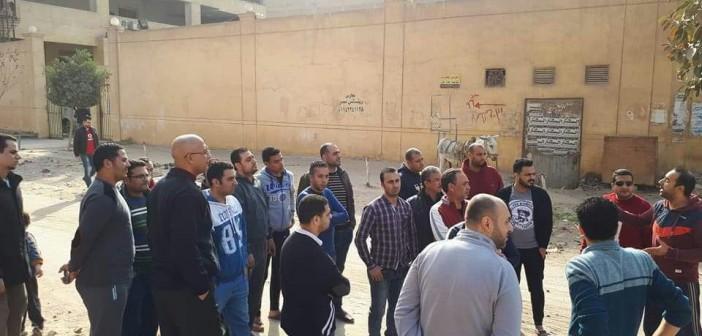وقفة احتجاجية لسكان «النزهة الجديدة 2» لرفض بناء حمامات بمدخل المنطقة(صور)