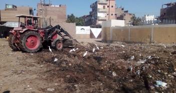 استجابة لما نشره «شارك».. رفع تجمعات القمامة في «بناويط» بسوهاج