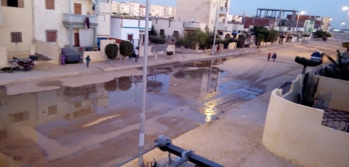 سكان في «النوبارية الجديدة» يشكون طفح الصرف الصحي (صور)