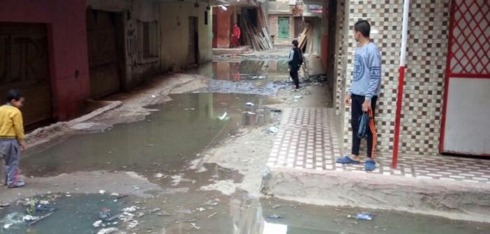 القليوبية.. غرق شوارع بـ«نوار» الخصوص في مياه الصرف (صور)