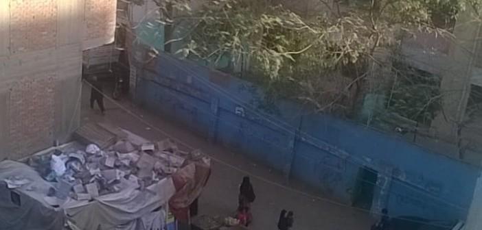 مطالب بنقل سوق عشوائي من أمام مدرسة «القدس» بأرض اللواء (فيديو وصور)
