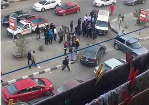 سكان «اللاسلكي» يشكون الزحام اليومي والانتشار العشوائي للميكروباص(فيديو)