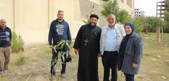شباب السويس ينظمون حملة لزراعة حديقة مسجد وكنيسة بأشجار مثمرة(صور)