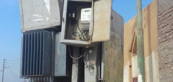 قنا׀ أهالي «الدومة» يشكون تهالك محول الكهرباء وشبكة مياه الشرب(صور)