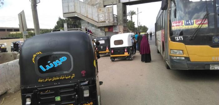 مواطن يطالب بتعزيز الرقابة على «التوك توك» في سنديون: يقودها صبية