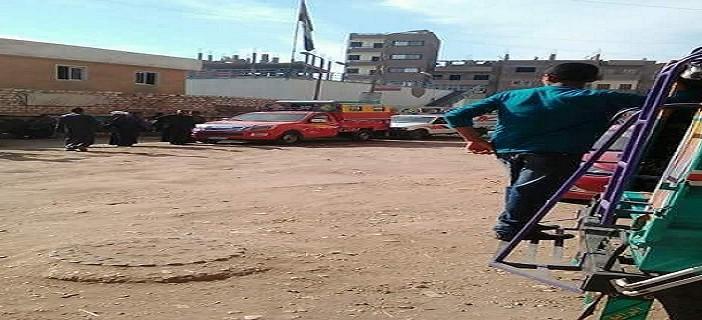 بالصور.. إضراب سائقي أجرة خط «نقادة» في قنا لتردي شبكة الطرق