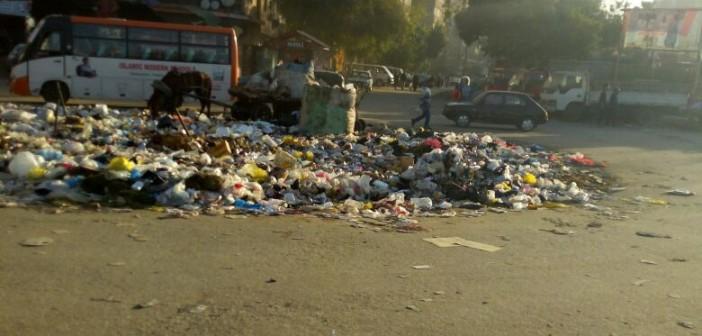 استياء بسبب انتشار القمامة بشارع مصطفى حافظ(صور)