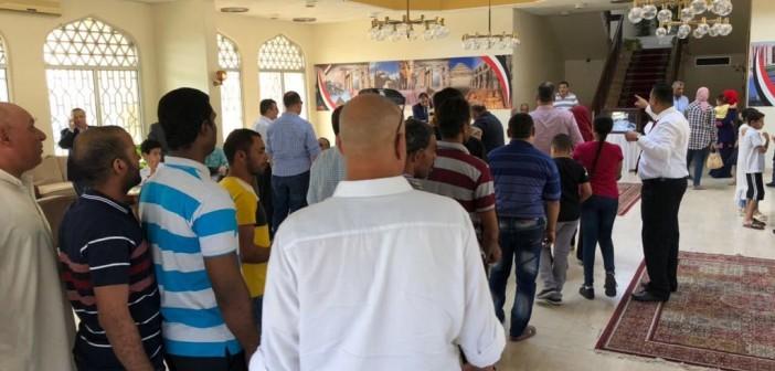 مواطن يشارك بصور لتصويت الجالية المصرية في عمان