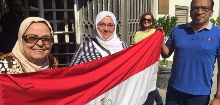 بالفيديو.. إقبال كبير من المصريين بـ«دبي» للتصويت في الانتخابات