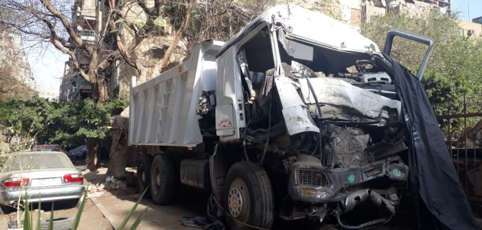مطالب برفع سيارة نقل مركونة أمام سفارة الكويت بالدقي(صورة)