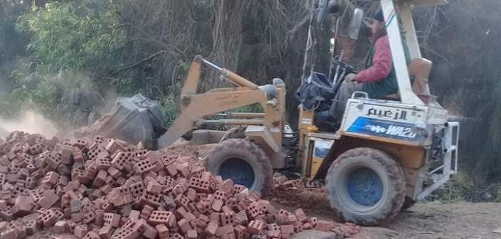 أهالي «بشبيش» يطالبون برصف الطرق لتسهيل سوق تجارة الخضار(صور)