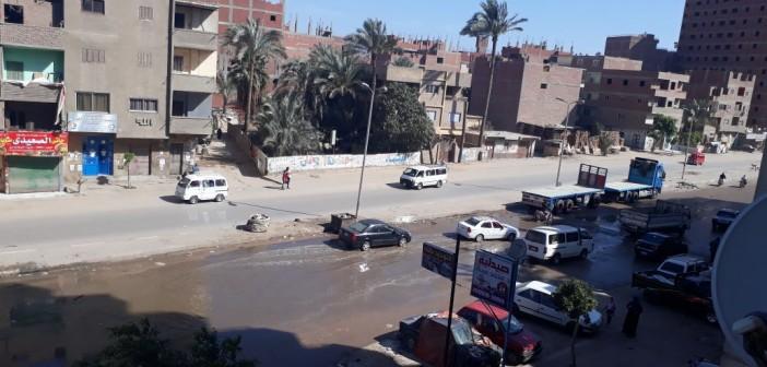 سكان «مؤسسة الزكاة» يشكون غرق الشوارع في مياه الصرف (صور)